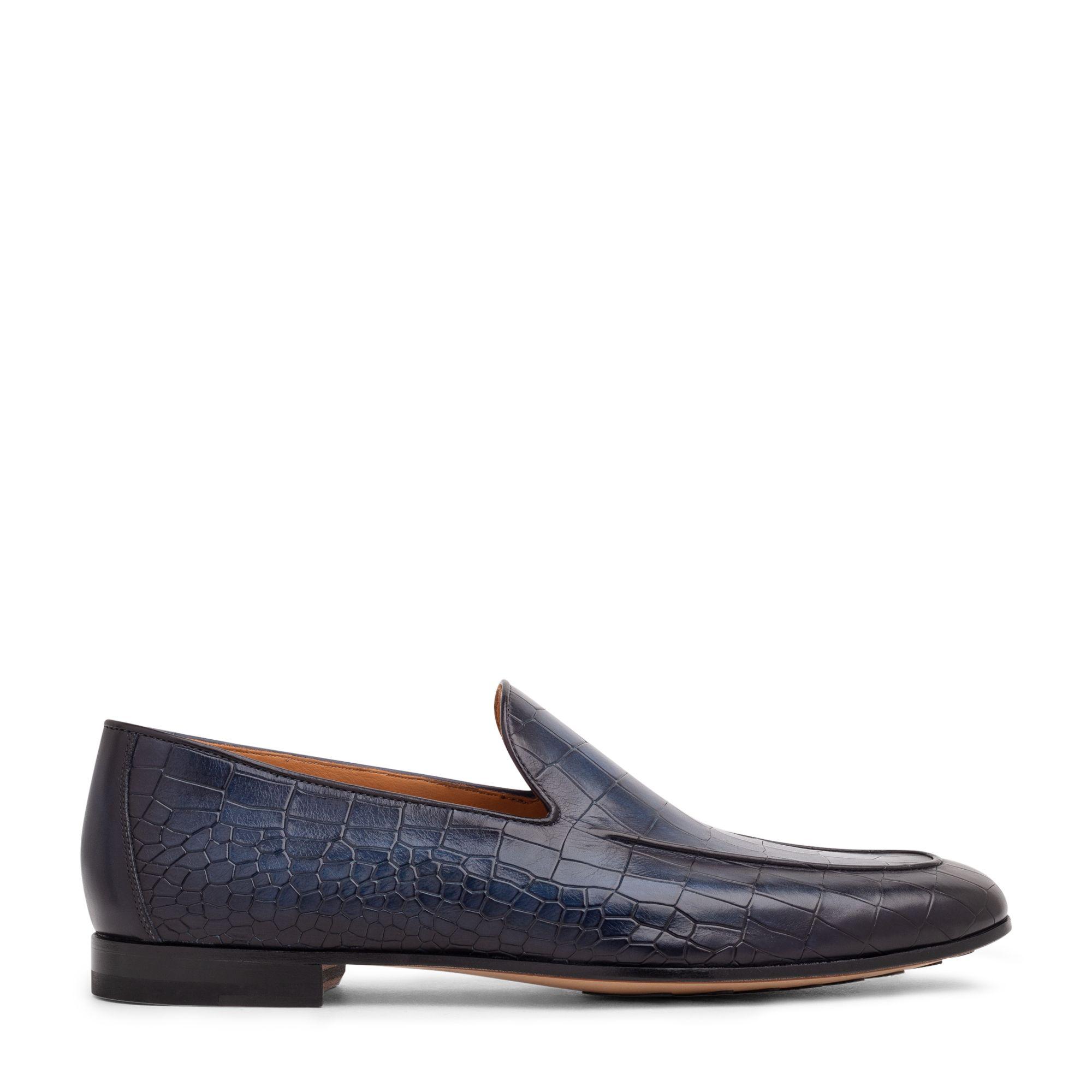 حذاء مسطح دون أربطة من الجلد المنقوش