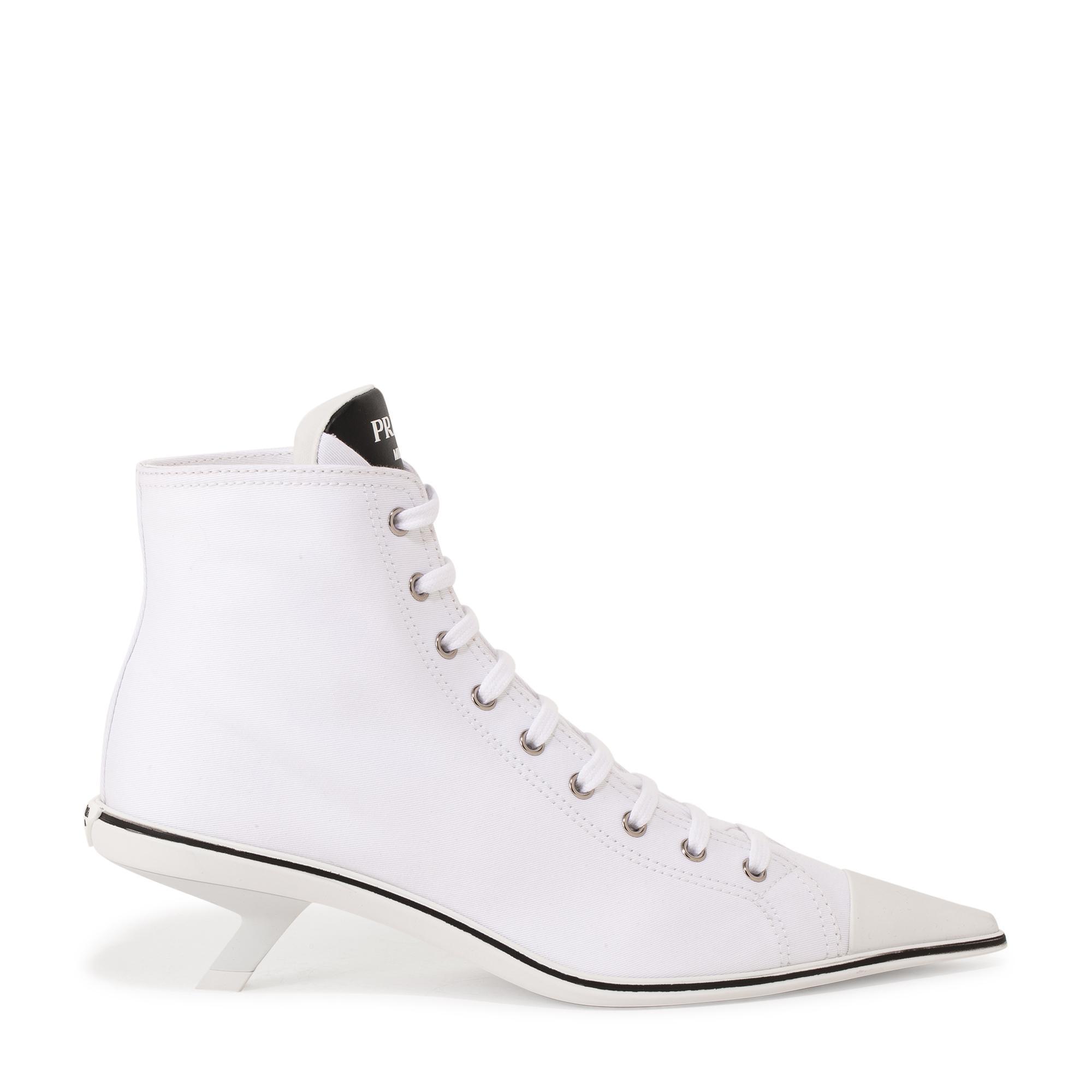 """حذاء """"سينثيسيز"""" الرياضي بتصميم القصة العالية بكعب عالٍ"""