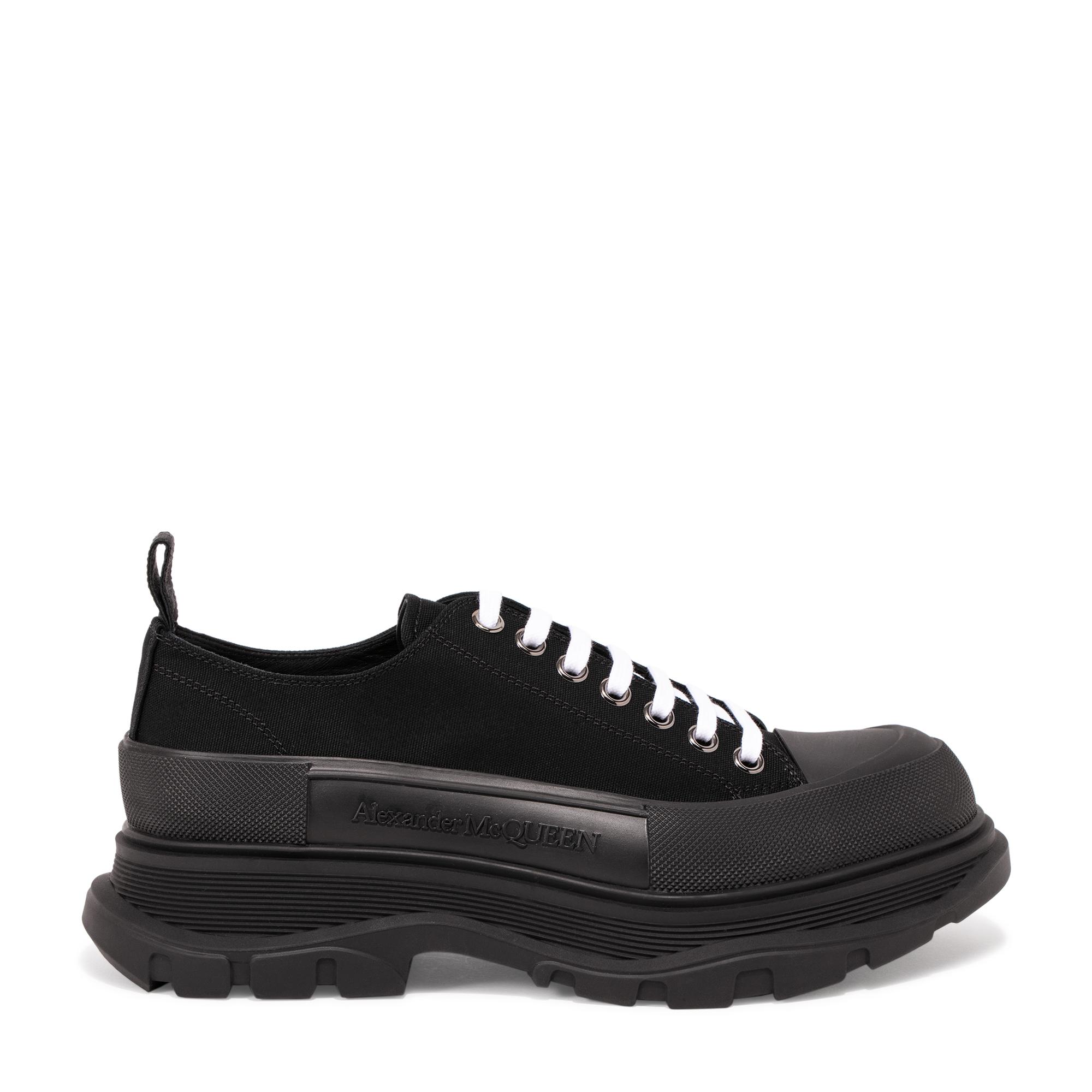 Tread sneakers