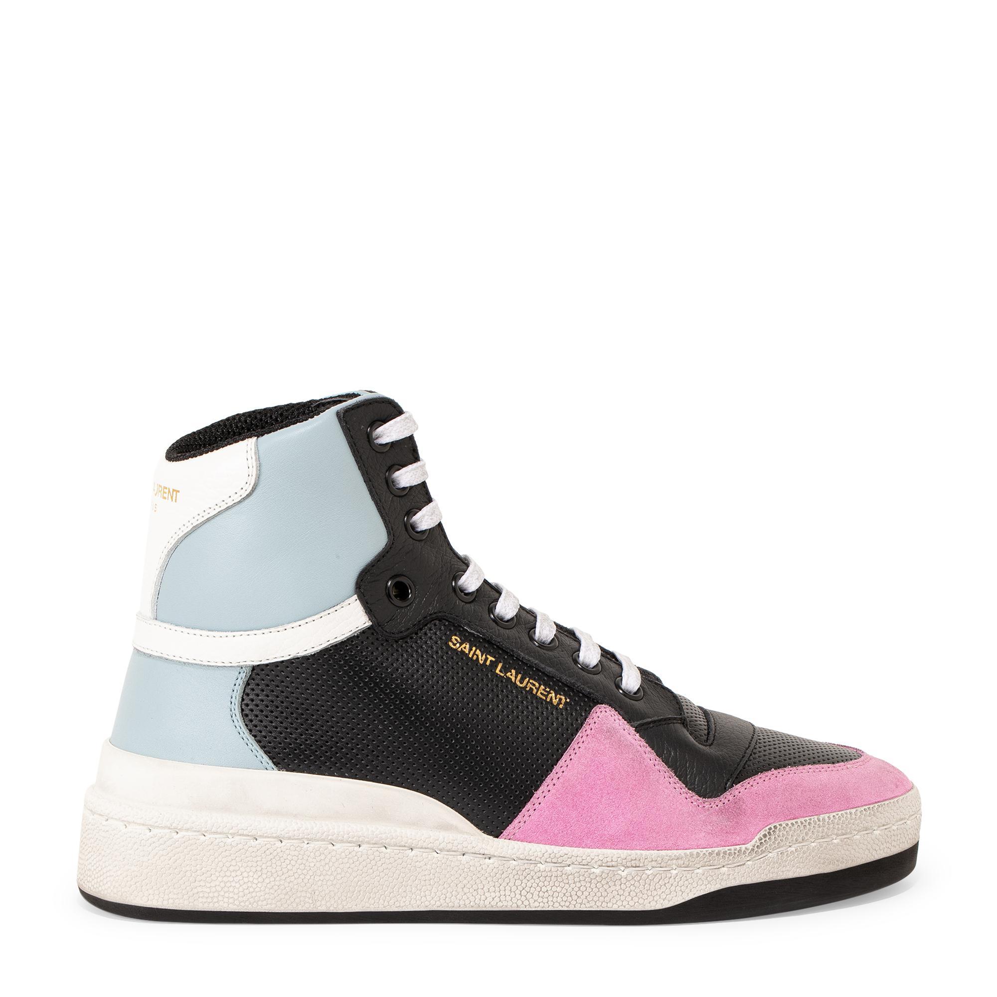 """الحذاء الرياضي """"إس إل24"""""""