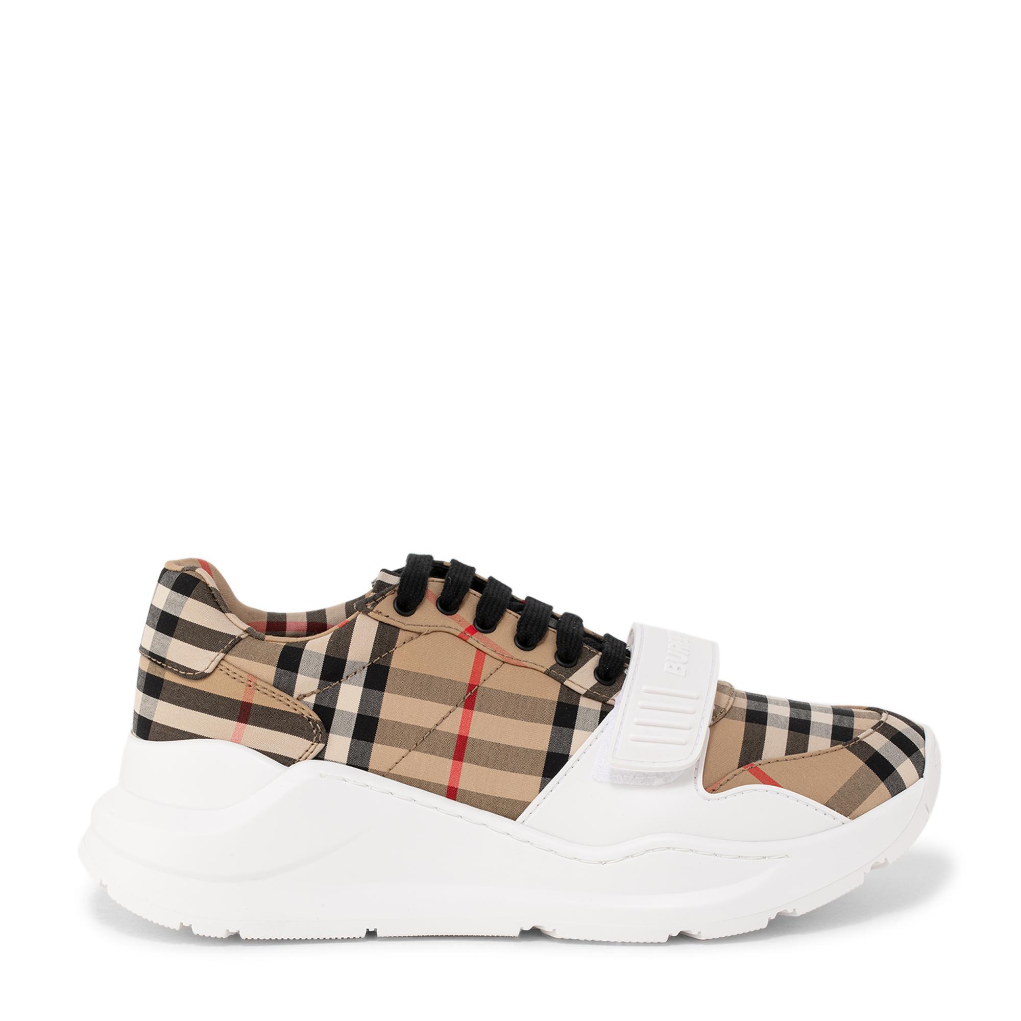 """حذاء """"ريجيس"""" الرياضي"""