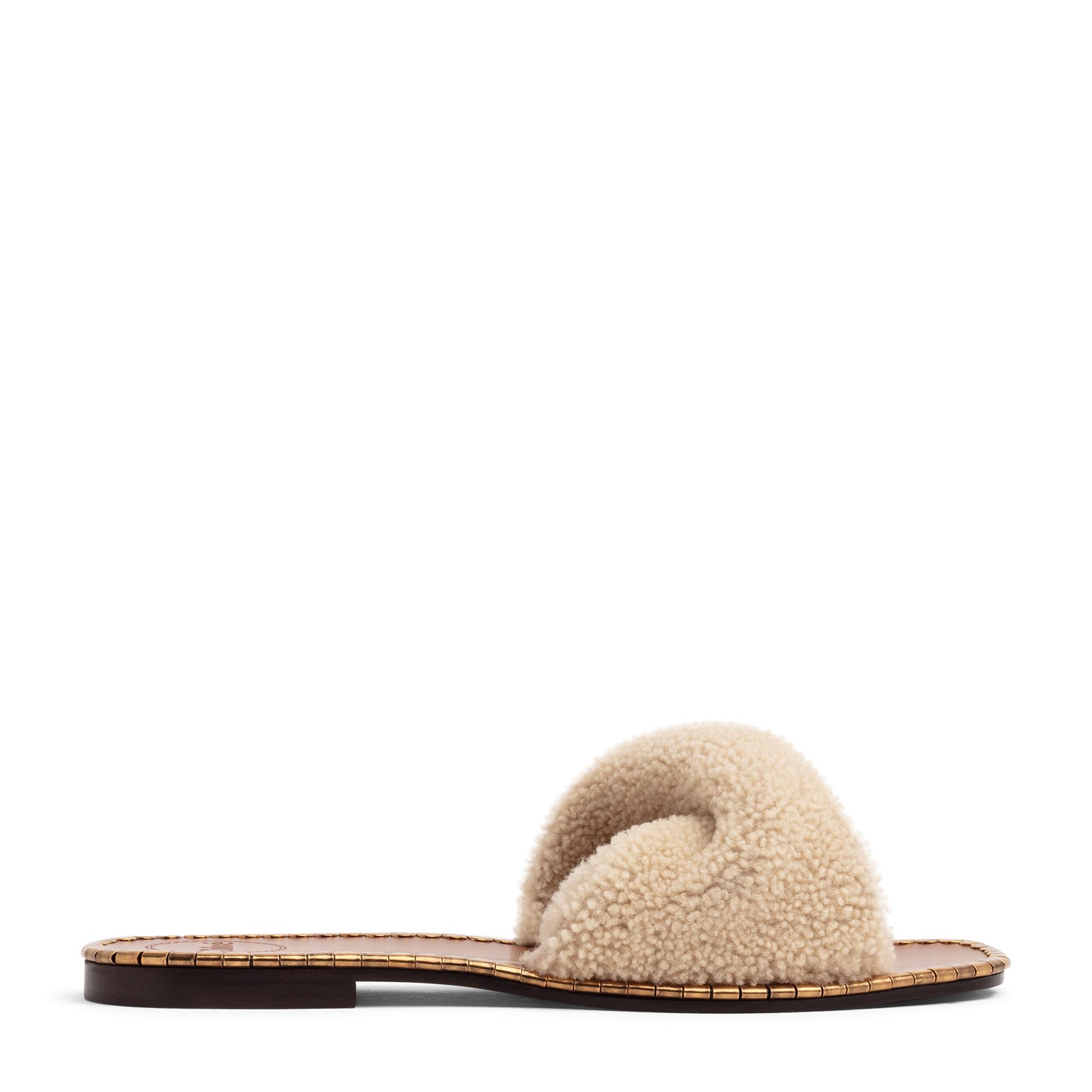حذاء أيدول المسطح المفتوح من الخلف