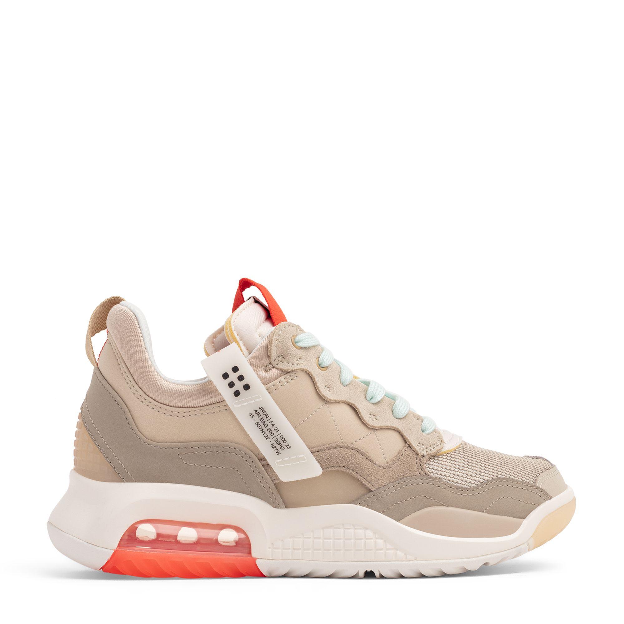 Jordan MA2 sneakers
