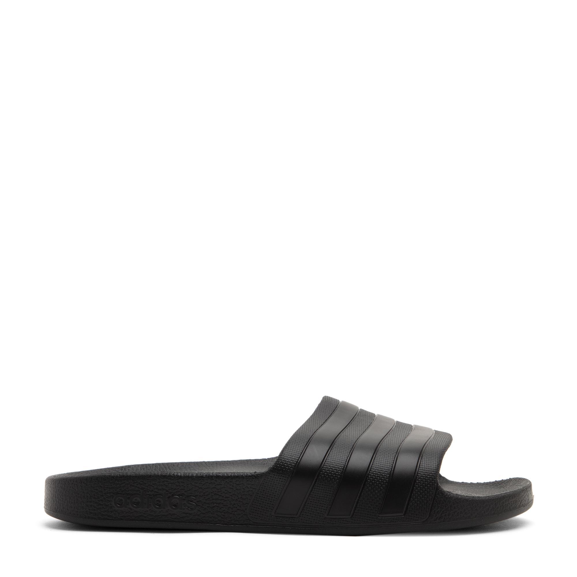 أحذية أديليت أكوا المفتوحة