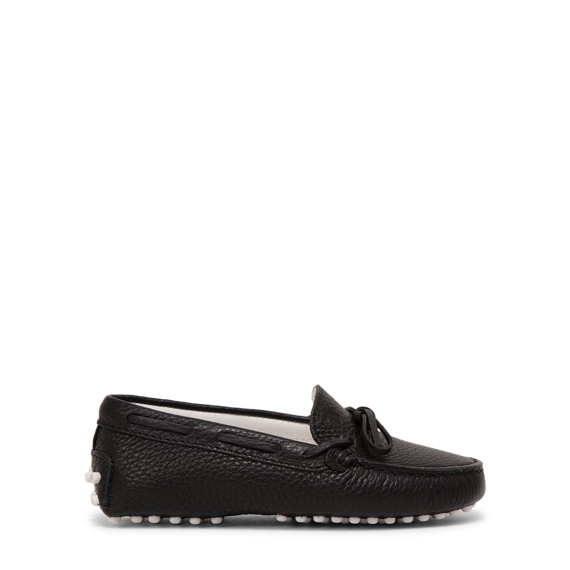 حذاء الموكاسان الجلدي
